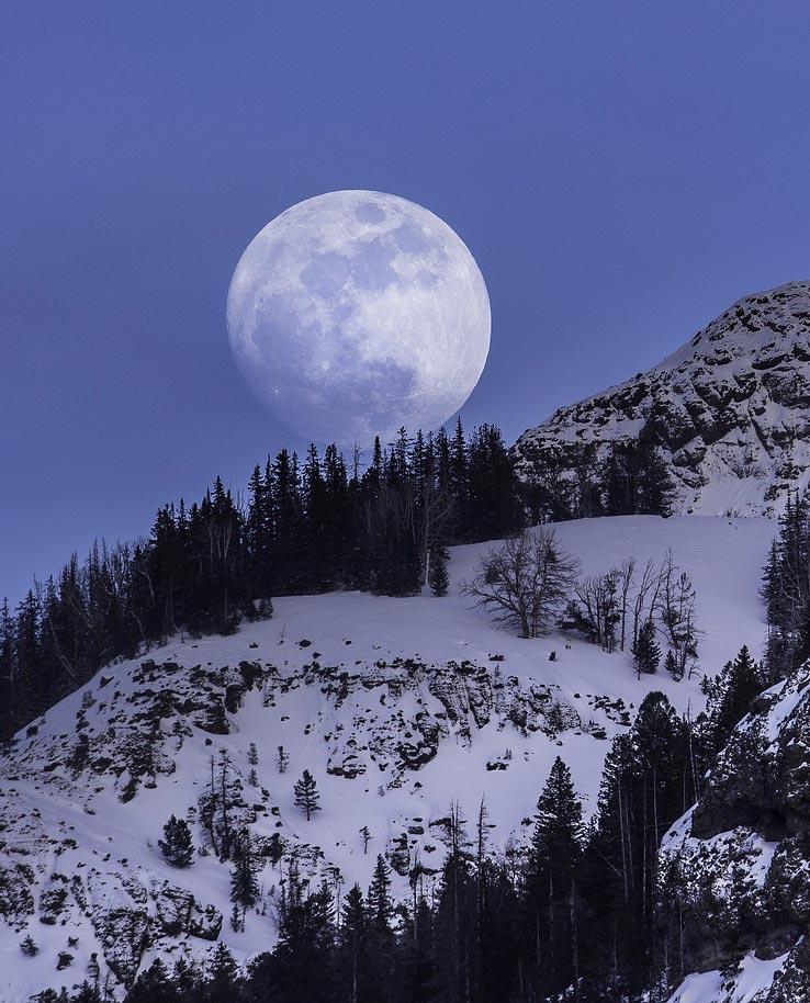 Incandescence du Soleil et Brillance de la Lune
